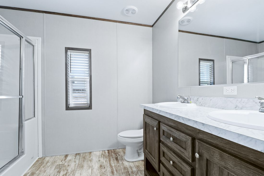 The DECISION MAKER 16763B Master Bathroom. This Manufactured Mobile Home features 3 bedrooms and 2 baths.
