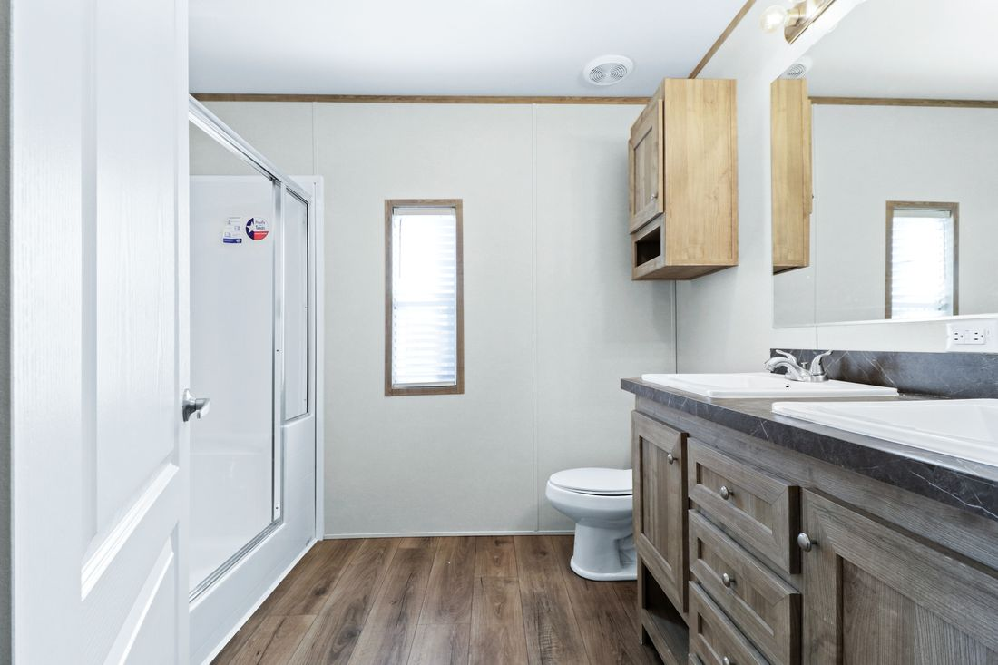 The DECISION MAKER 16683A Master Bathroom. This Manufactured Mobile Home features 3 bedrooms and 2 baths.